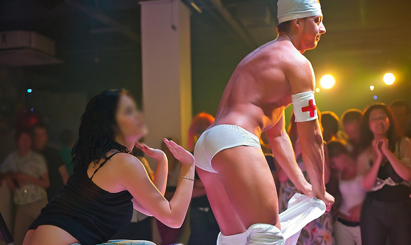 Секс Вечеринки С Стриптизером Видео